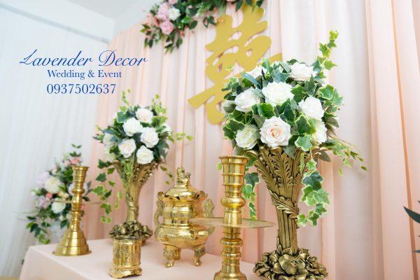 trang tri tiec cuoi14 600x400 - Bật mí các loài hoa dùng trong trang trí gia tiên